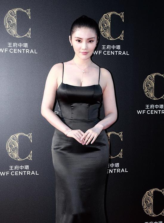Phong cách của 'bom sex' Từ Đông Đông