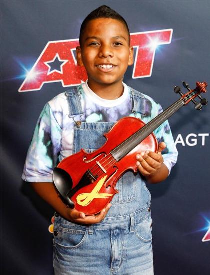 Nhạc công nhí 11 tuổi Tyler Butler-Figueroa vào chung kết nhờ lượt bình chọn của khán giả. Cậu là thí sinh quen thuộc với khán giả Americas Got Talent, nổi tiếng với câu chuyện truyền cảm hứng mắc ung thư từ năm bốn tuổi, tìm niềm vui cuộc sống qua việc chơi đàn violin. Trong vòng thi trước, Tyler khiến khán giả và ban giám khảo xúc động với màn diễn bản nhạc The Git Up và What a Wonderful World.