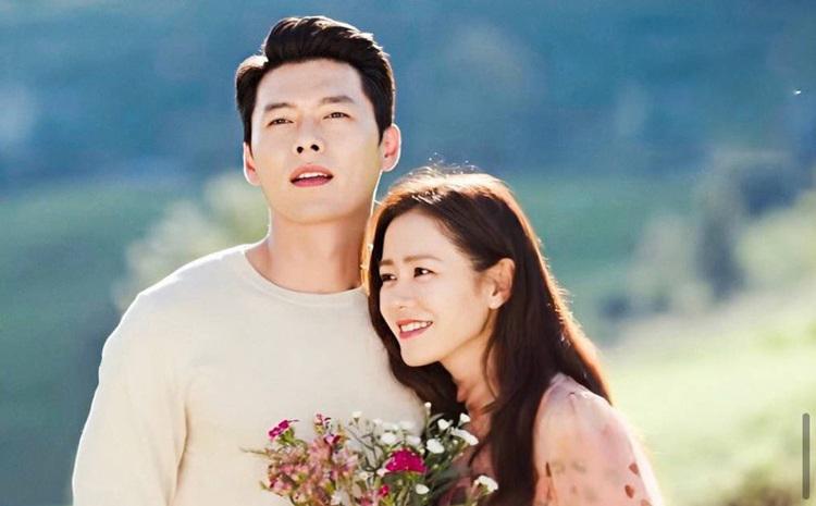 Cảnh bên nhau ngắn ngủi của Hyun Bin, Son Ye Jin trong phim được khán giả lan tỏa trên mạng xã hội. Ảnh: Twitter.