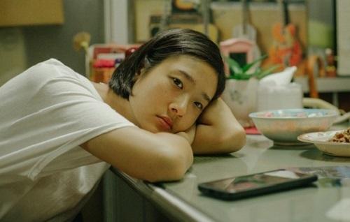 Chuengcharoensukying được nhiều khán giả Việt biết đến qua vai chính trongBad Genius (Thiên tài bất hảo). Ảnh: Galaxy.