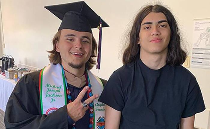 Blanket Jackson (phải) và anh trai Ảnh: Instagram.