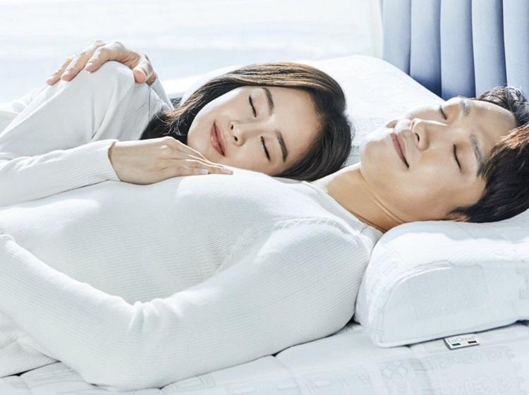 Fan khen Kim Tae Hee trẻ hơn so với tuổi 40, còn Bi Rain vẫn phong độ. Ảnh: La Cloud.