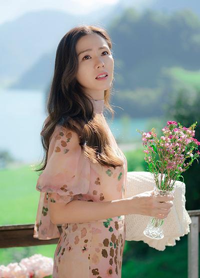 Diễn viên Son Ye Jin. Gần đây cô gây sốt với phim Hạ cánh nơi anh, đóng cùng Hyun Bin. Ngoài Ye Jin, nhiều mỹ nhân nổi tiếng Hàn sinh ra ở Daegu, trong đó có Song Hye Kyo,  Irene, Nancy...