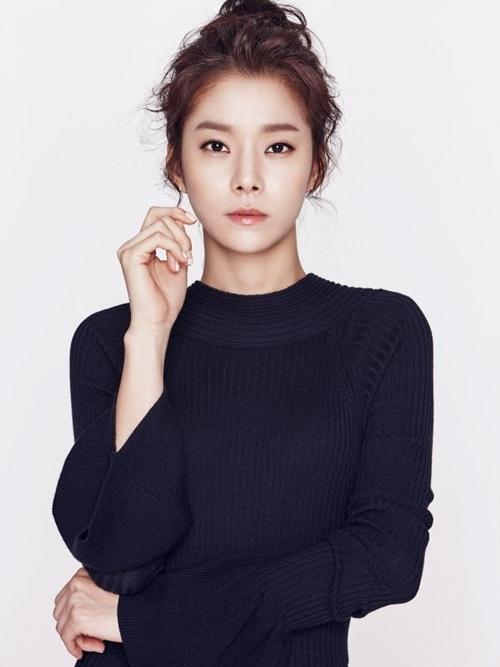 Ba bóng hồng trong đời Hyun Bin