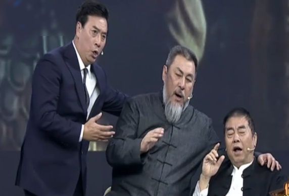 Các diễn viên Trương Sơn, Lục Thụ Minh, Lý Tĩnh Phi (từ trái sang) trong show Whos coming. Ảnh: TJTV.