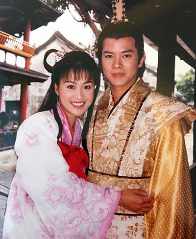 Khi chưa kết hôn, họ đóng chung phim Lương Sơn Bá Chúc Anh Đài.
