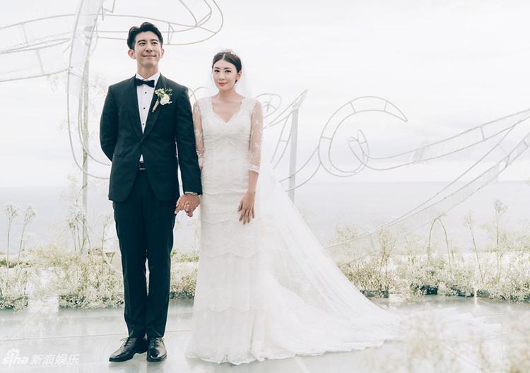 Vợ chồng Giả Tịnh Văn ngày cưới. Ảnh: Sina.