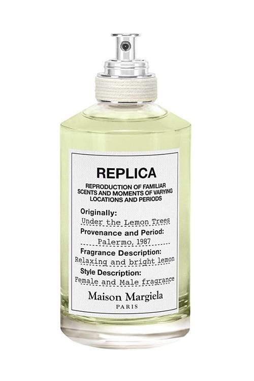 Hương cam chanh unisex từ Maison Margiela Replica Under The Lemon Trees lấy cảm hứng từ ký ức đẹp của chuyên gia nước hoa Violaine Collas. Thành phần với hương chanh nổi bật trên nền trà xanh và xạ hương trắng, gợi lên con đường nước Ý nở rộ hoa chanh, giá 30 USD (gần 700.000 đồng). Ảnh: Courtesy Image.