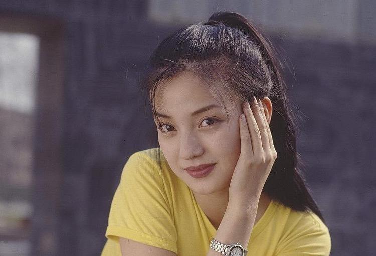 Sina nhận xét thời xuân sắc, cô gây ấn tượng với