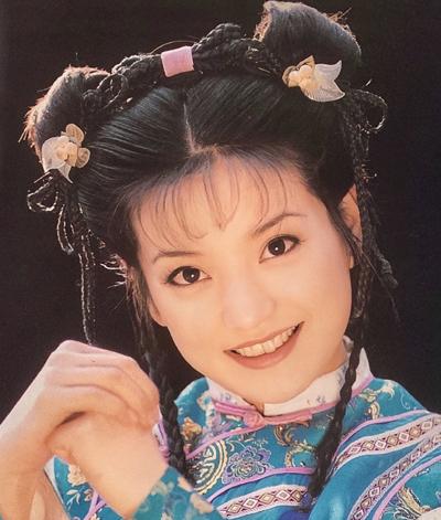 Năm 1998, Triệu Vy nổi tiếng khắp châu Á với vai Tiểu Yến Tử trong Hoàn Châu cách cách, đạt kỷ lục về tỷ lệ người xem ở Trung Quốc.