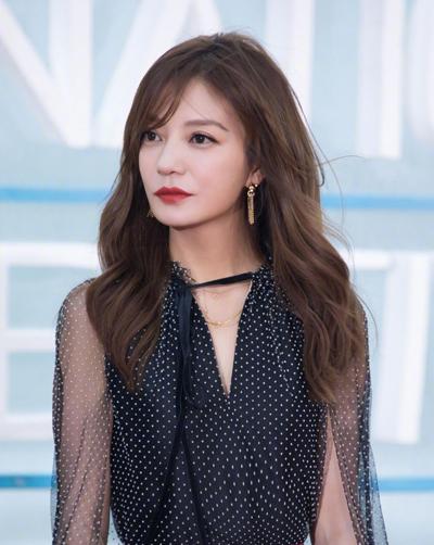 Nữ diễn viên tại sự kiện cuối năm 2018. Những năm gần đây, cô chú trọng mảng thời trang, kiểm soát cân nặng, được giới chuyên môn khen ngợi mặc đẹp.