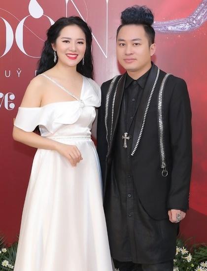 Ca sĩ Tùng Dương (trái) và Phạm Thùy Dung. Ảnh: Facebook.
