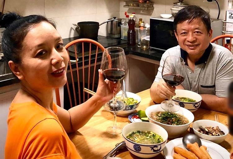 Vợ chồng Chiều Xuân mừngkỷ niệm ngày cưới. Ảnh: Nhân vật cung cấp.