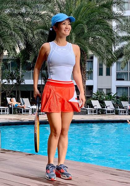 Hồng Nhung cho biếtchị tranh thủ tập luyện ở mọi lúc. Có lần, Johan - chồng ca sĩ Đoan Trang - tặng hai bé của chị một khóa học tennis, chị cũng tham gia tập cùngcon.
