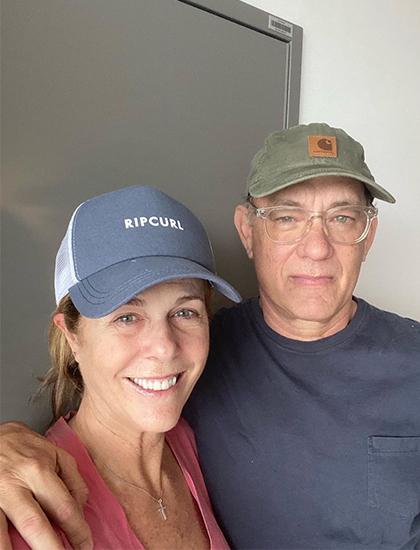 Tom Hanks và Rita Wilson chụp ảnh selfie trong khu cách ly. Ảnh: Instagram.
