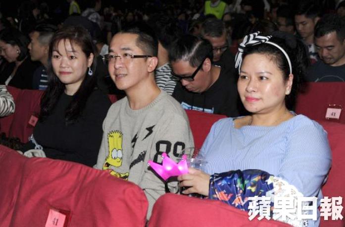 Đặng Triệu Tôn từng đi xem nhạc với hai bạn gái. Ảnh: Appeldaily.