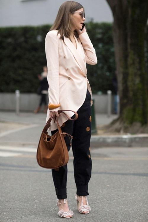 Các nàng cũng có thểkết hợp chiếc áo blazer và quần tây khác nhau để tổng thể mới lạ, năng động hơn.