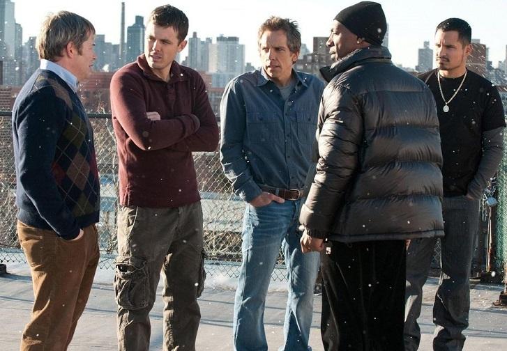 Năm 2011, hãng Universal thông báo phim Tower Heist sẽ phát hành VOD (truyền hình và video theo yêu cầu) chỉ 45 ngày sau khi ra mắt ở rạp. Hơn bốn hệ thống rạp lớn ở Mỹ tuyên bố sẽ tẩy chay phim, khiến hãnghủy bỏ ý định. Ảnh: Universal.