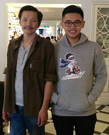 Nghệ sĩ Trung Anh (trái) và con trai hồi năm ngoái. Ảnh: Nhân vật cung cấp.