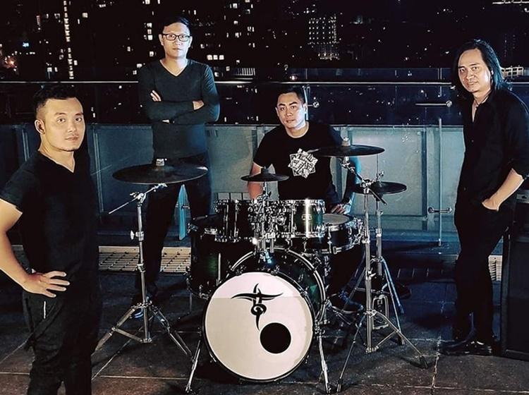 Bốn thành viên hiện tại của ban nhạc Bức Tường. Từ trái qua: Vũ Văn Hà (Guitar), Nguyễn Minh Đức (Bass), Phạm Trung Hiếu (Drums), Trần Tuấn Hùng (Guitar). Ảnh: Nhân vật cung cấp.