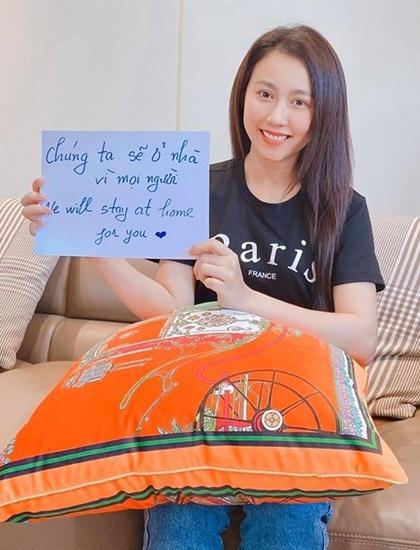 Hồng Loan góp phần lan tỏa thông điệp Tôi ở nhà. Ảnh: Facebook.