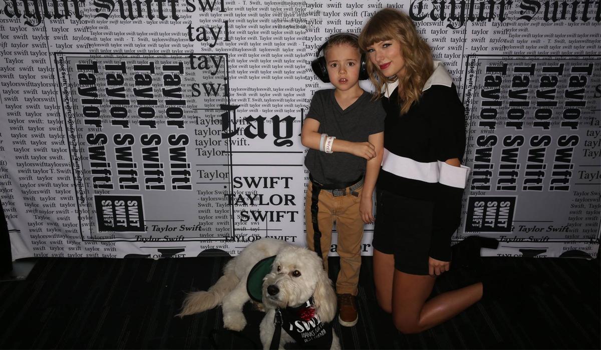Taylor Swift (phải) tại một sự kiện thiện nguyện năm 2018. Ảnh: Autism Speaks.
