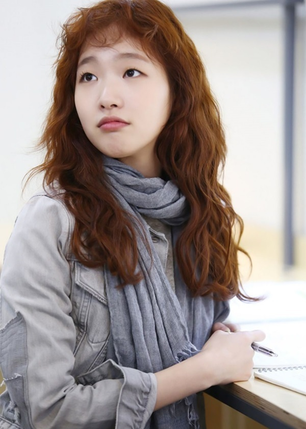 Đầu năm 2016, cô lần đầu lấn sân mảngtruyền hình với Bẫy tình yêu (Cheese in the Trap),vai Hong Seol - nữ sinh nhà nghèo thông minh - đượcbạch mã hoàng tử theo đuổi. Đài tvN cho biếtlúc thông báo Kim Go Eun đóngchính, nhà sản xuất lẫn ê-kíp vấp ý kiến trái chiều, đa số góp ý ngoại hình và tính cách của côkhông phù hợp nhân vật nguyên tác. Khi phim phátsóng, một bộ phận khán giả thay đổi suy nghĩ, nói diễn xuất của Go Euntự nhiên, cáchthể hiện nhân vật khá dễ thương.