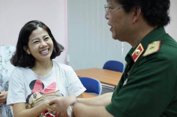Tháng 9/2018, diễn viên rời Bệnh viện Quân y 175 sau 25 ngày điều trịung thư phổi, đi khập khiễng với chân trái bị teo do biến chứng. Ảnh: Lê Phương.