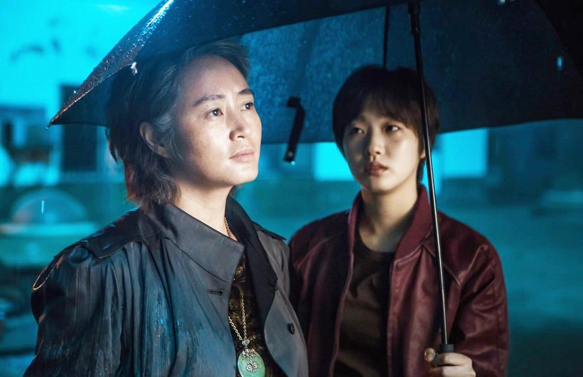 Cùng năm, phim điện ảnh Phố người Hoa (Coin Locker Girl) do cô và minh tinh Kim Hye Soo đóng chính khiến giới chuyên môn sửng sốt vì sắc màuu ám, bạo lực.Bối cảnh diễn ra ởkhu phố Tàu, nơi những kẻ buôn bán nội tạng làm bá chủ và các con nợ rơi vào thảm cảnh.Trong vai Il Young nhiều ẩn ức, Kim Go Eun được đạo diễn Han Jun Hee lẫn Kim Hye Soo đánh giátròn vai, lúc ngây thơ, ấm áp,khi lạnh lùng, tàn bạo.