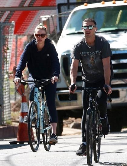 Cặp sao thường xuyên ra ngoài tập thể dục. Ảnh:Backgrid.