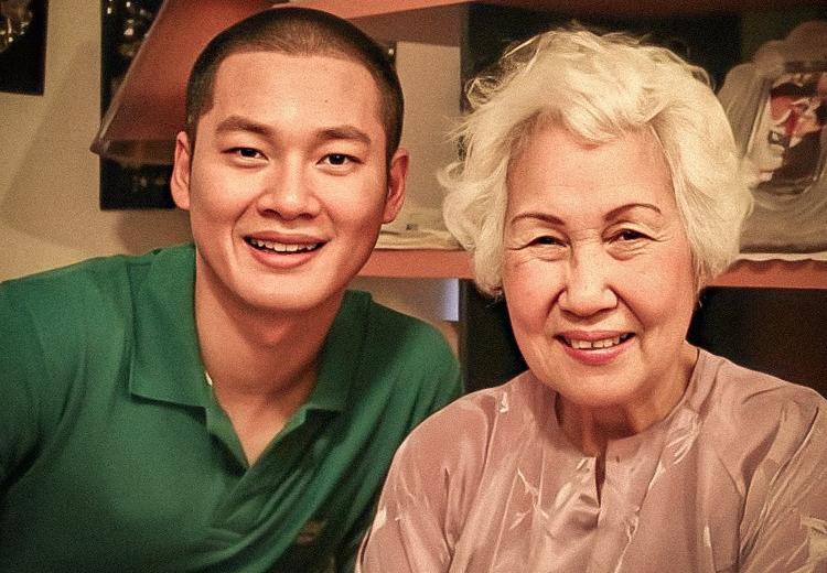 Ca sĩ Đức Tuấn bên cố danh ca Thái Thanh. qua đời ngày 17/3 tại Mỹ, thọ 86 tuổi. Bà là một trong những gương mặt ảnh hưởng sâu sắc nhất trong nền tân nhạc Việt Nam bởi tài năng, tình yêu bền bỉ, trọn vẹn dành cho âm nhạc.
