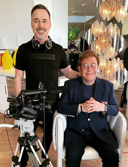 Elton John (phải) chuẩn bị lên sóng chương trình tại nhà riêng. Ảnh: Instagram.