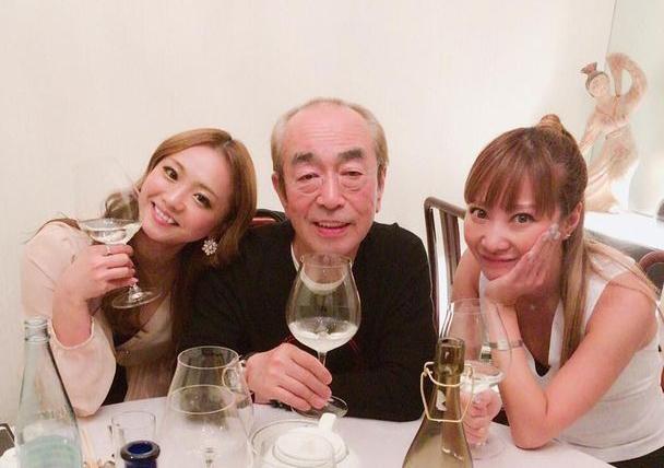 Ken Shimura thường đăng ảnh uống rượu cùng các cô gái. Ảnh: Instagram.