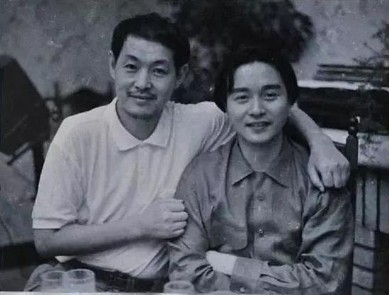 Nhà biên kịch Lô Vy (trái) và Trương Quốc Vinh. Lô Vy còn là tác giả kịch bản các phim Phải sống (đạo diễn Trương Nghệ Mưu, Bạch Lộc Nguyên, Đại chiến Xích Bích... Ảnh: Mtime.