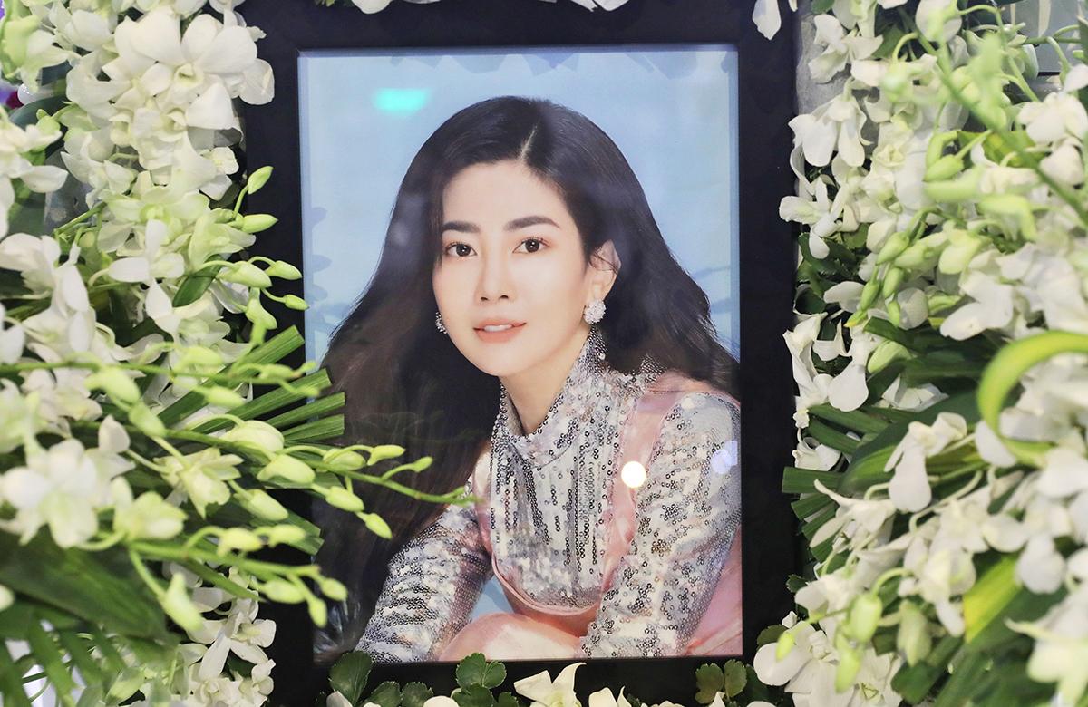 Di ảnh diễn viên Mai Phương tại lễ tang ở TP HCM. Cô qua đời tối 28/3, hưởng dương 35 tuổi.