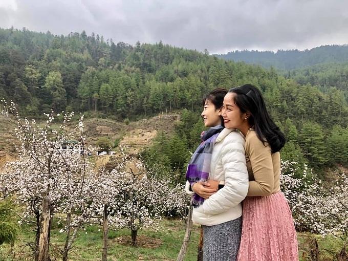 Hai chị em ngắm hoa anh đào tại Bhutan, chuyến đi cuối cùng của cả hai.