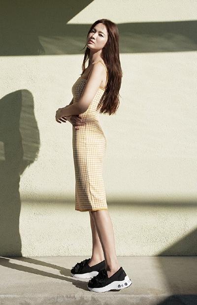 Song Hye Kyo tạo dáng ở biển - 7