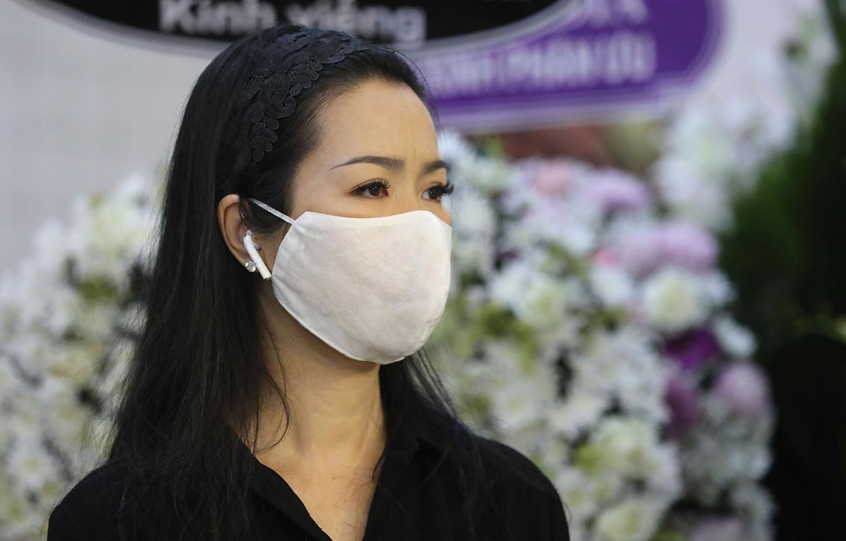 Trịnh Kim Chi khóc cho biết thương Mai Phương và bé Lavie - con gái bảy tuổi của cố diễn viên. Chị dự định cùng Ốc Thanh Vân và Trương Bảo Như - hai bạn thân của Mai Phương - lập một quỹ để chăm sóc tốt nhất cho bé.