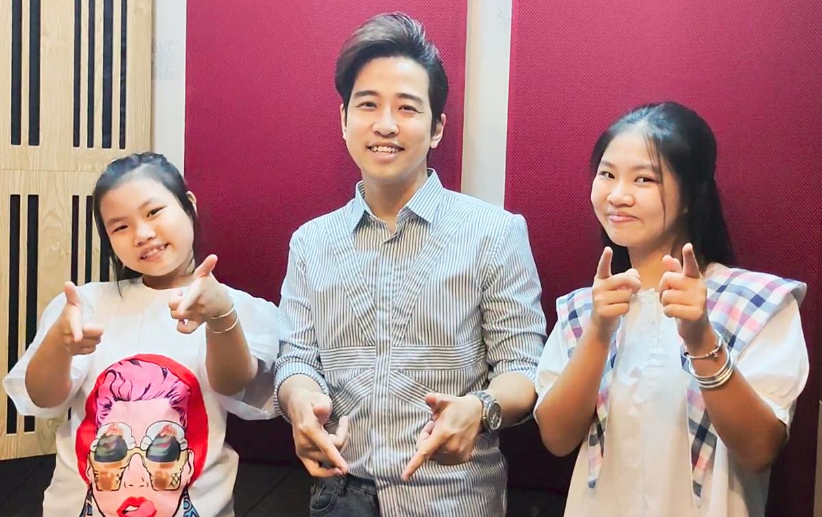 Từ trái sang phải: giọng ca nhí Minh Ngọc, ca sĩ Triệu Lộc, giọng ca nhí Như Ngọc. Ảnh: Duyên Quỳnh.