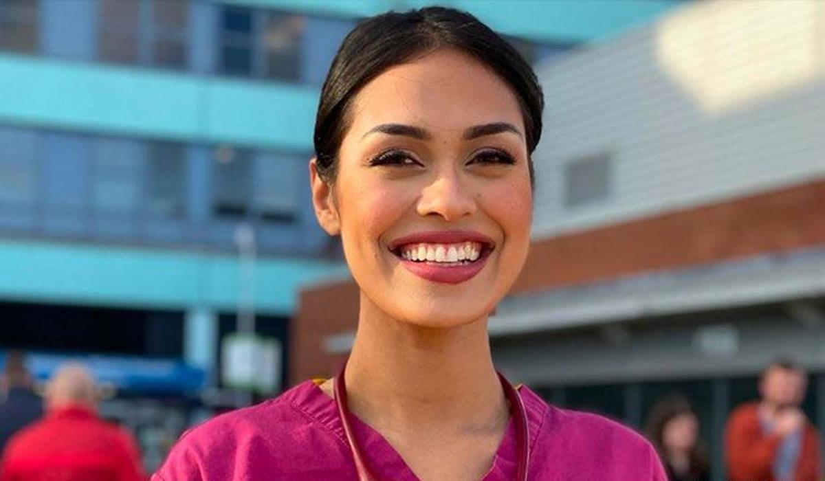 Hoa hậu Bhasha Mukherjee tại bệnh viện ở Boston. Ảnh: Miss England.