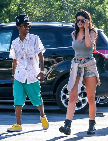 Đời sống tình ái của tỷ phú tự thân Kylie Jenner - 6