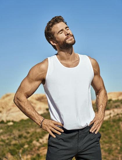 Liam Hemsworth chụp ảnh tạp chí. Ảnh: Mens Health.