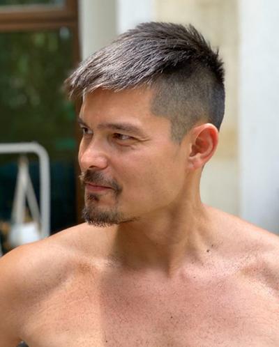 Dingdong Dantes cho biết hài lòng với kiểu tóc mới. Anh gọi Marian Rivera là Bà mẹ siêu nhân.