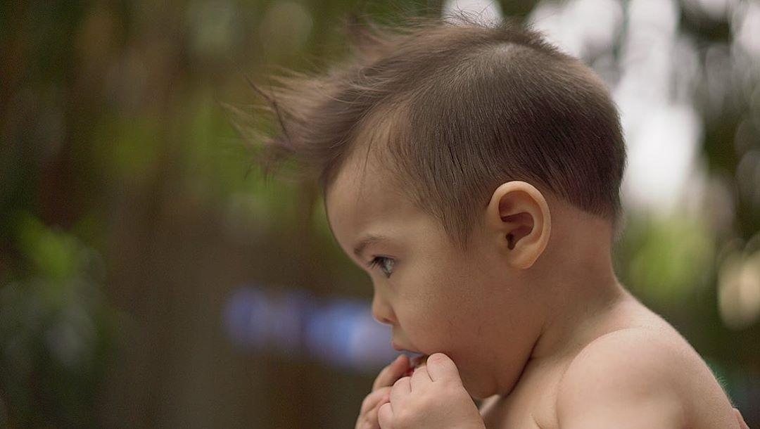 Ngày 16/4, tài tử Dingdong Dantes - chồng Marian - đăng ảnh con trai - Sixto - trên trang cá nhân, cho biết, cắt tóc cho cậu bé để kỷ niệm ngày sinh.