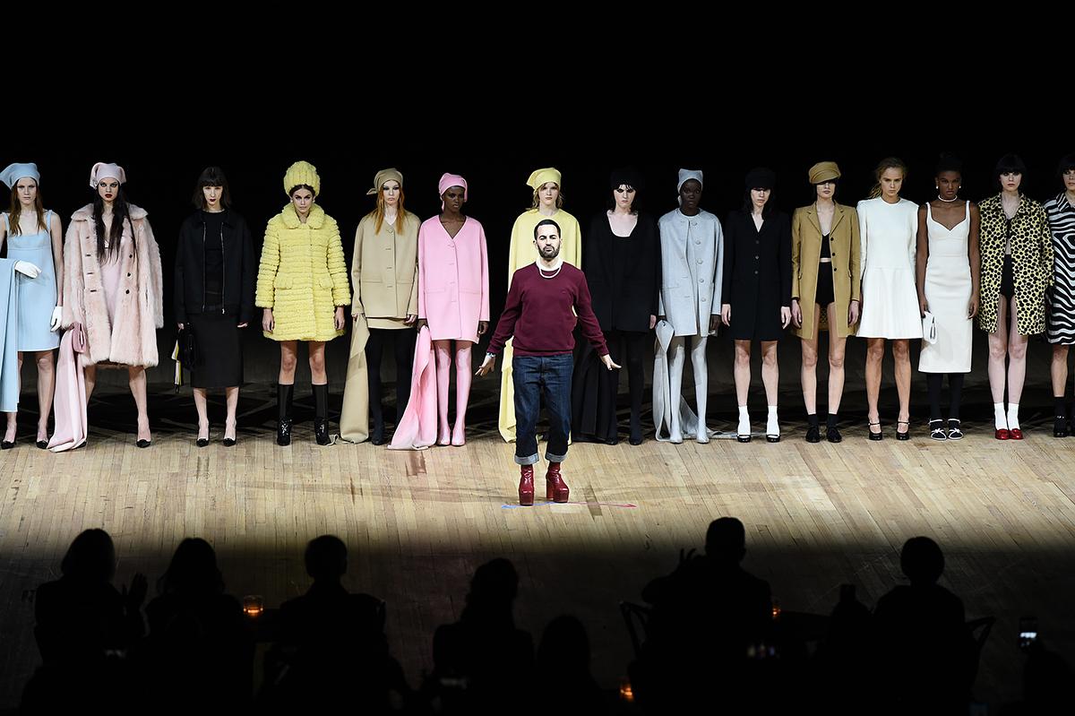 Show thời trang của Marc Jacobs (áo tím, giữa) tại New York hồi tháng 2. Ảnh: People.