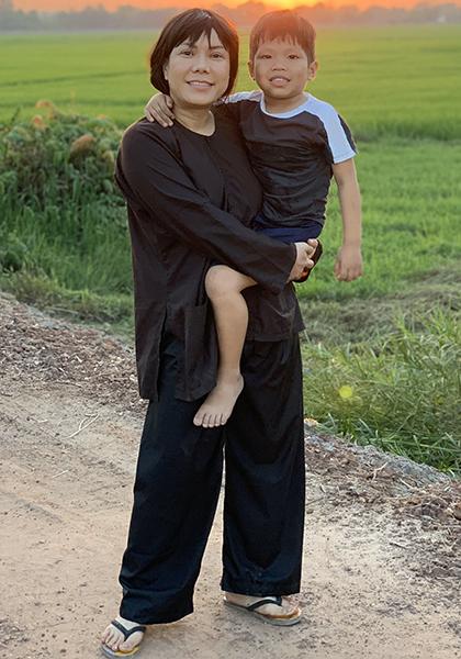 Việt Hương vào vai người mẹ thời trẻ trong phim. Ảnh: Lâm Phong.