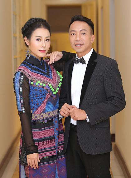 Vợ chồng Việt Hoàn ở hậu trường một liveshow. Ảnh: HòaNguyễn.