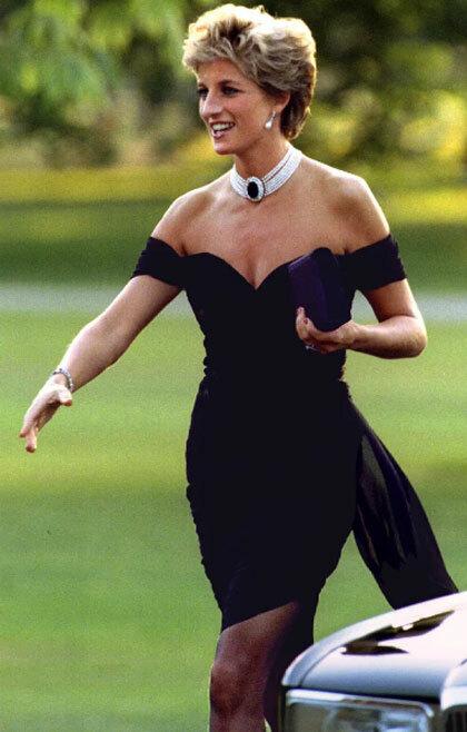 Công nương Diana mặc chiếc LBD hở ngực táo bạo của nhà thiết kế Hy Lạp Christina Stambolian, xuất hiện tại một sự kiện năm 1994, cùng ngày chồng bà - Thái tử Charles - thừa nhận ngoại tình. Ảnh: Reuters.