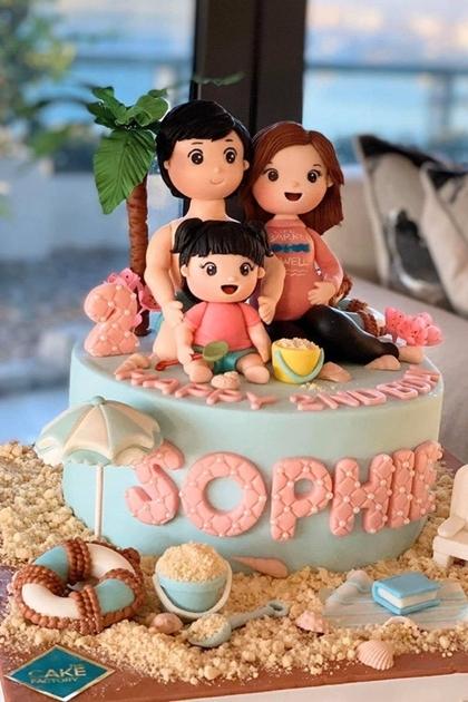 Hoa hậu ngầm thông báo tin vui qua bánh kem mừng sinh con con gái đầu lòng.