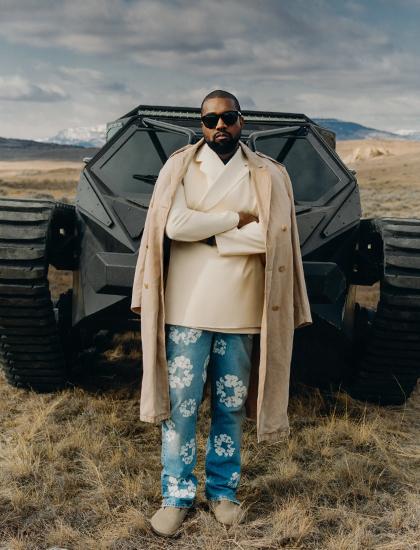 Kanye West chụp ảnh thời trang. Ảnh: GQ.